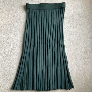"""""""A new day"""" pleated skirt in emerald"""